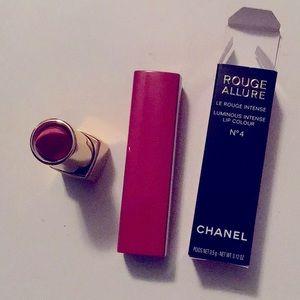 Chanel Rouge Allure Velvet lip color no 4 Red Case